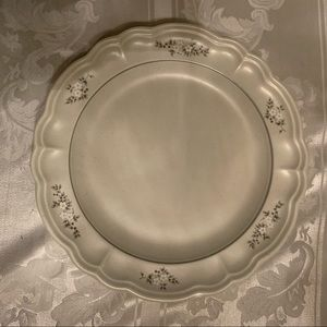 $19 Pfaltzgraff Heirloom Dinner Plate 8 available